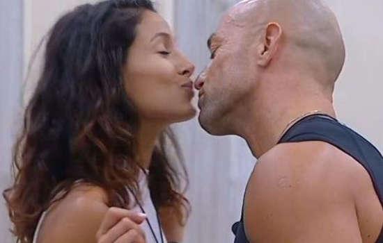 bacio-stefano-arianna-gfvip