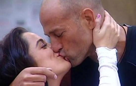 bacio-tra-alessia-macari-e-stefano-bettarini