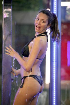 Ilenia-GF12-ancora-una-doccia-sexy-03
